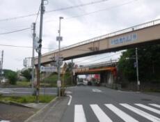 1.王寺町藤井2丁目の交差点を左折します。