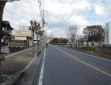 3.道なりに進みます。途中に、郵便局、コンビニなどがあります。