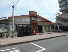 大和路線(JR関西本線)三郷駅を出て、左に曲がります。