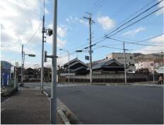 三郷駅西の交差点を右に曲がります。